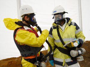 risque-chimique-epi-combinaison-gant-masque-ventilation-depollution-2013-146-028
