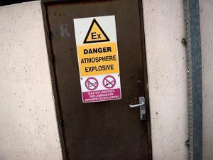 risques-explosion-lieu-travail-panneau-signalisation-2010_117_015